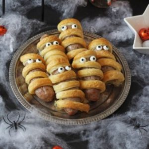 Fang-tastic Halloween games and snacks